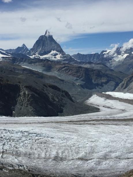 Glaciar del Monte Rosa y Matterhorn al fondo.
